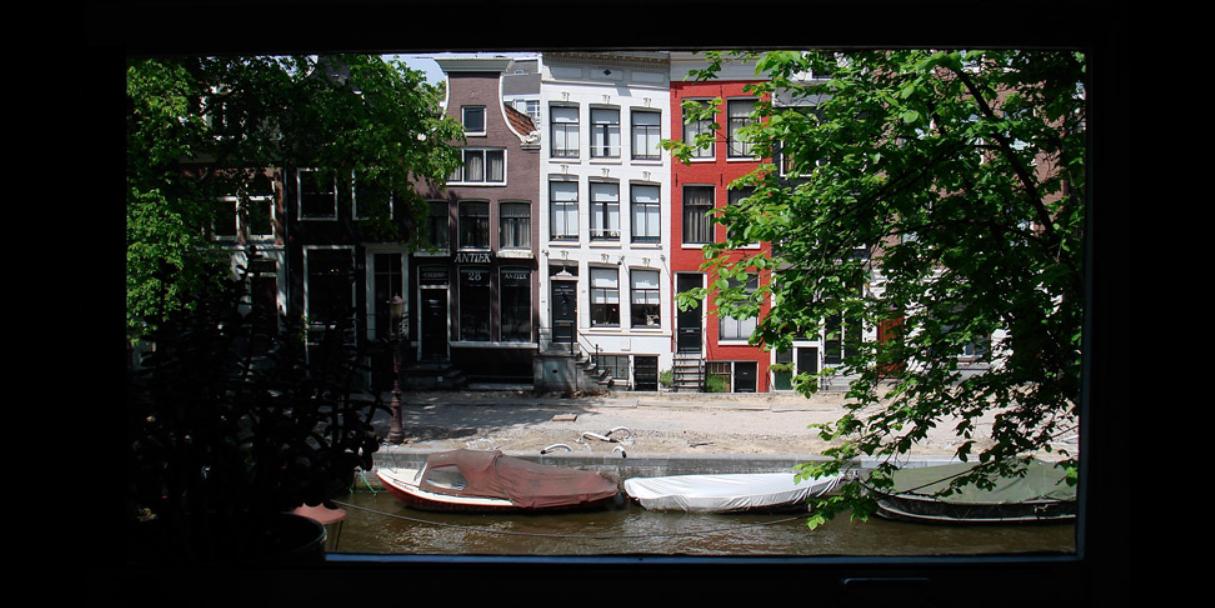 Uitzicht vanuit het pand op de Spiegelgracht (vestiging Amsterdam)